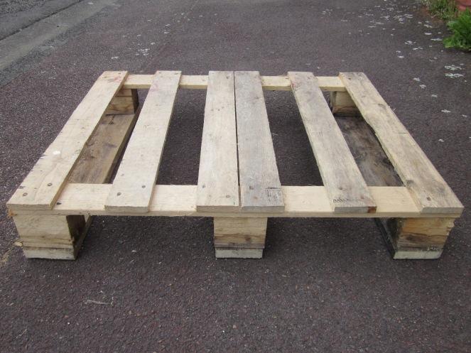 Mon porte manteau en bois de palette r veillez vos meubles for Poncer porte bois