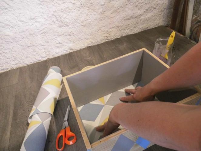 tuto je cr e une tag re d co avec une caisse vin r veillez vos meubles. Black Bedroom Furniture Sets. Home Design Ideas