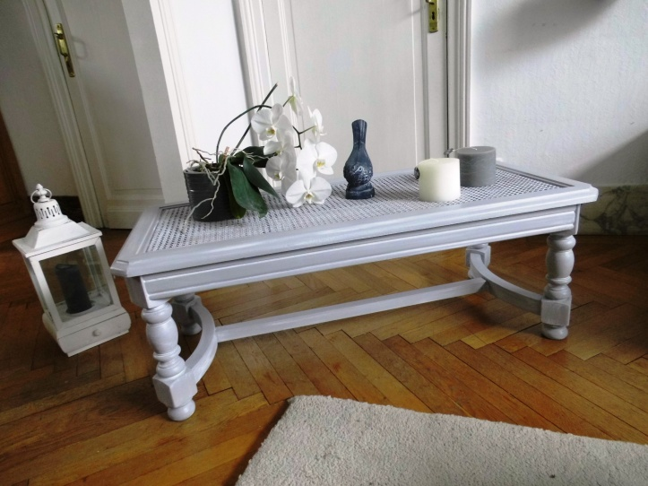 table basse grise ambiance