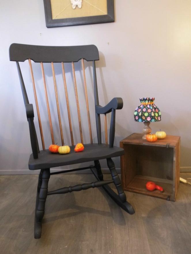 rocking-chair-noir-et-bois