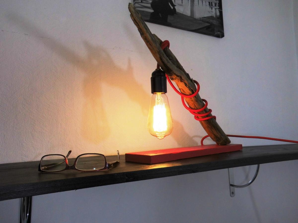 Fabriquer une lampe moderne avec du bois flotté réveillez vos meubles