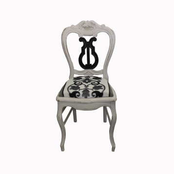 chaise-lyre-detouree